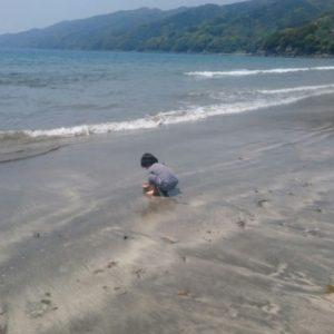 親子で砂遊びの土曜日